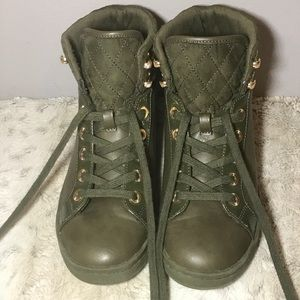 🔥Aldo Lace-Up Olive Green Flat Booties size 8